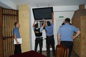 Имеют ли право приставы забрать единственный телевизор