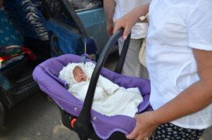 Как перевозить новорожденного из роддома в машине
