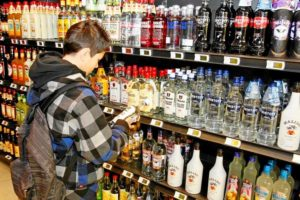 С какого возраста продают алкоголь крепкий