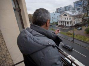 Курящие соседи на балконе как бороться