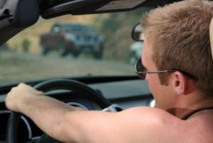 Можно ли ездить голым в машине