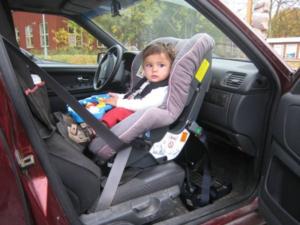 Со скольки лет можно возить ребенка спереди