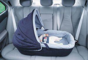 Правила перевозки новорожденных детей в автомобиле