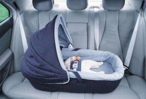Как перевозить месячного ребенка в машине