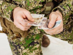 Ежемесячные денежные компенсации военнослужащим и их семьямв 2019 году
