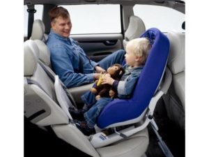 Можно ли ставить автокресло на переднее сиденье