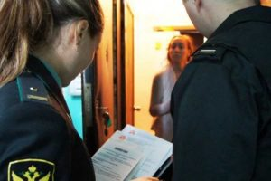 Имеют ли право судебные приставы описывать газовую плиту и холодильник