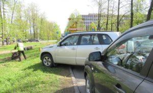 Парковка на газоне для юридических лиц