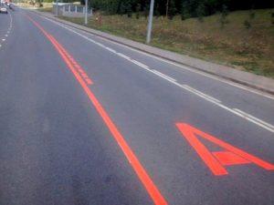 Красная полоса на дороге что означает