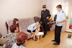 Имеют ли право приставы изъять имущество