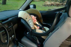 Можно ли автолюльку крепить на переднее сиденье