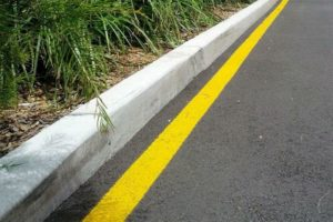 Желтая линия вдоль бордюра без знака - Права граждан