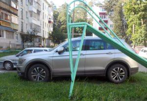 Куда сообщить о парковке на газоне