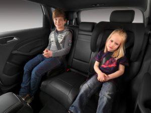 До скольки лет в машине детское кресло